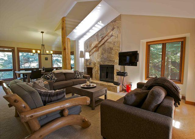Living Area - Ski-in, Ski-out luxury 3 bdrm + den, private hot tub - Whistler - rentals