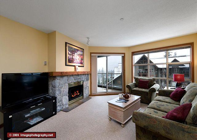 Living Room - Aspens, prime ski-in, ski-out, 2 bdrm with bright pool view - Whistler - rentals