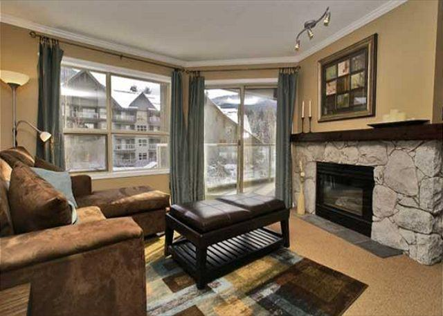 Living Room - Aspens #304, 1 Bdrm, Ski in Ski out, Bright Pool View, Free Wifi - Whistler - rentals