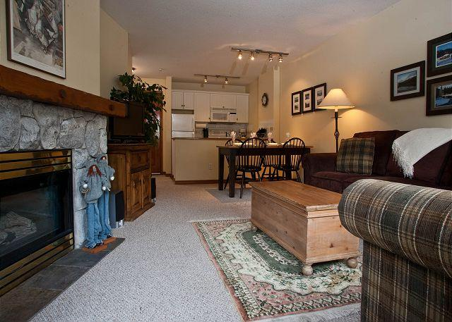 Living Area - Aspens #206, 1 Bdrm, Ski in Ski out, Bright Pool View, Free Wifi - Whistler - rentals