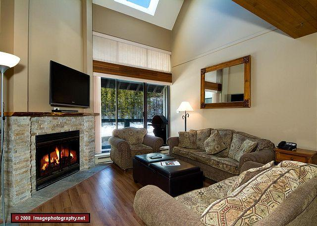 Living Room - Nicely appointed, 3 bdrm townhouse, minutes from slope - Whistler - rentals