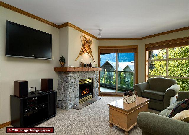 Living Room - Aspens #562, Top Floor 1 Bdrm, Ski in Ski out, Bright Pool View, Free Wifi - Whistler - rentals