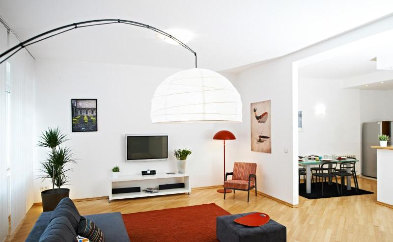 Living and dining room - Deluxe Two Bedroom Apartment in the City Center - Zagreb - rentals