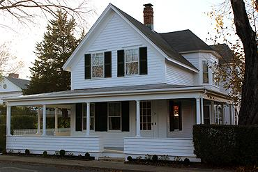 552 - A WRAP-AROUND PORCH COLONIAL IN THE HISTORIC DISTRICT - Image 1 - Edgartown - rentals