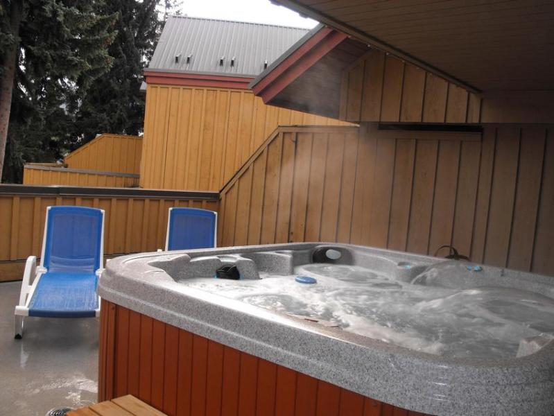 Hot tub located on 3rd level of towonhouse, with lots of privacy - Roy Locke Robert Knull - Whistler - rentals