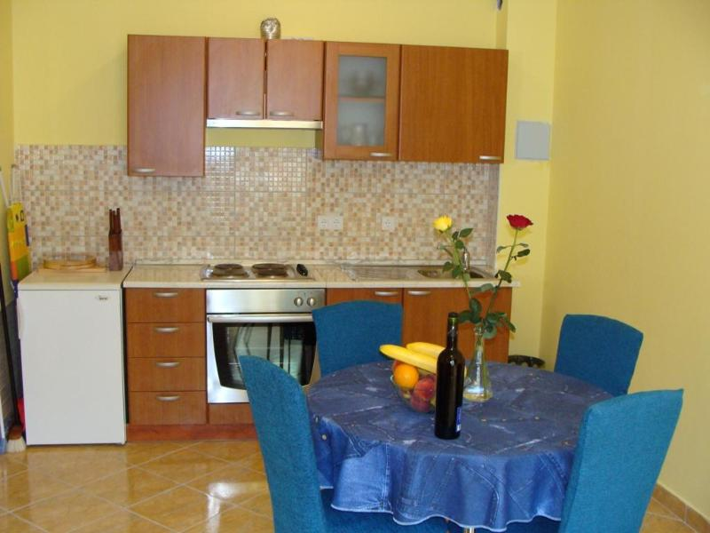 One bedroom apartment - 1 bedroom apartment near old town Trogir-sleep 4 - Trogir - rentals