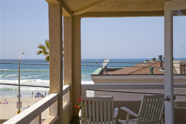 #714+716 - STEPS TO BEACH! Balcony, patio and oceanviews! - Image 1 - Mission Beach - rentals