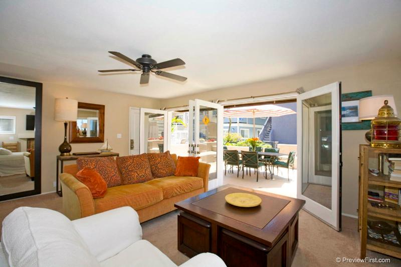 #716 - STUNNING RETREAT W/Patio and Oceanviews - Image 1 - Mission Beach - rentals