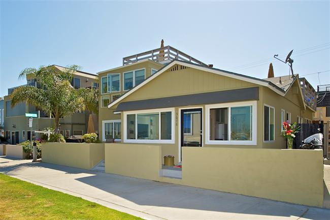#3678 - BEACHFRONT COTTAGE W/ PRIVATE PATIO - Image 1 - Pacific Beach - rentals