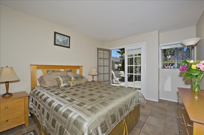 #824 - Steps to Water! Patio and Balconies! - Image 1 - Mission Beach - rentals