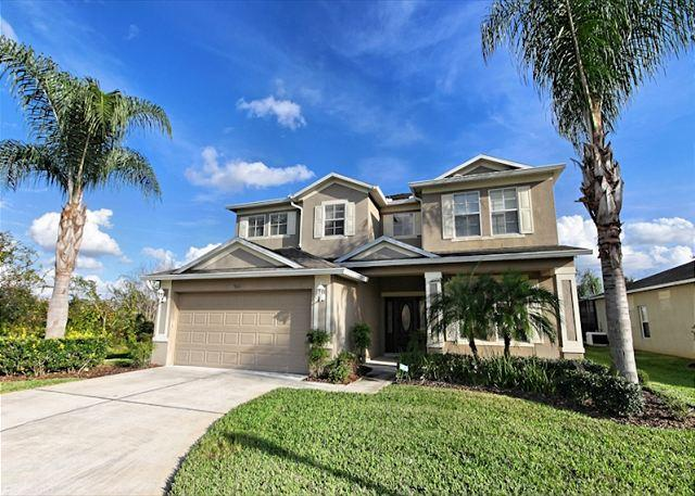 Front View - ALDER HOUSE; 5 Bedroom Home with 3 Master Suites - Davenport - rentals
