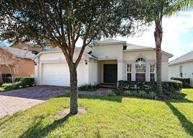 Front View - GRACELAND: 4 Bedroom Pool Home in Gated Community with South Facing Pool - Davenport - rentals