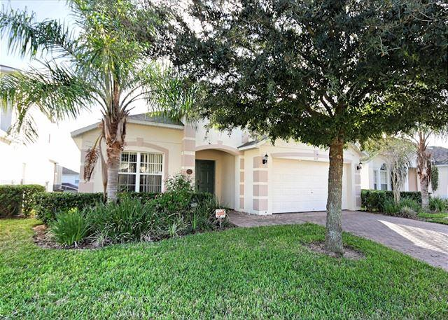 Front View - ROSES: 4 Bedroom Pet-Friendly Home with South Facing Pool and Game Room - Davenport - rentals