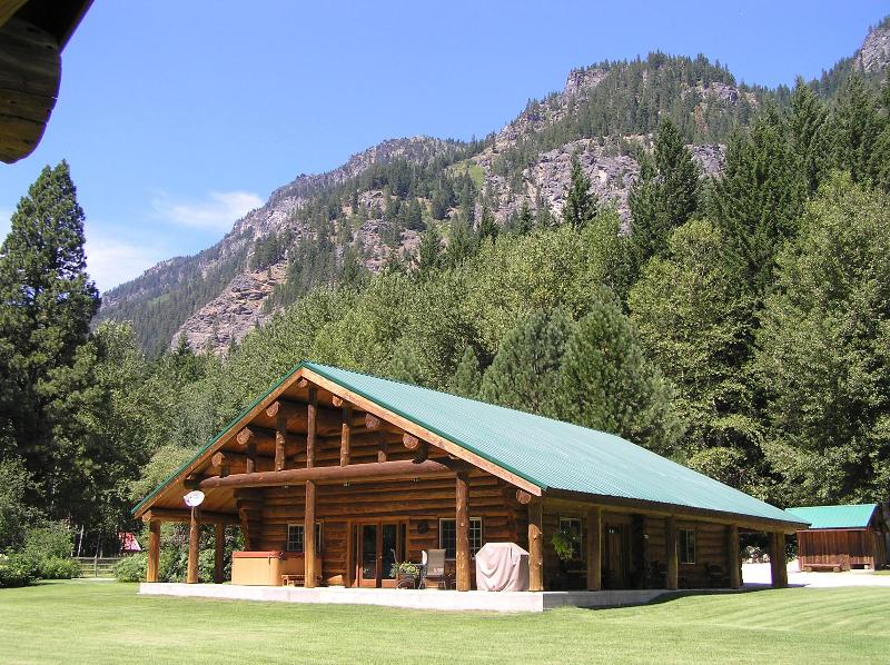 Rock Mountain Lodge is on 2 1/2  acres, features a private tennis/basketball court, hot tub & sauna. - Rock Mountain Lodge-Handcrafted Log Home - Leavenworth - rentals