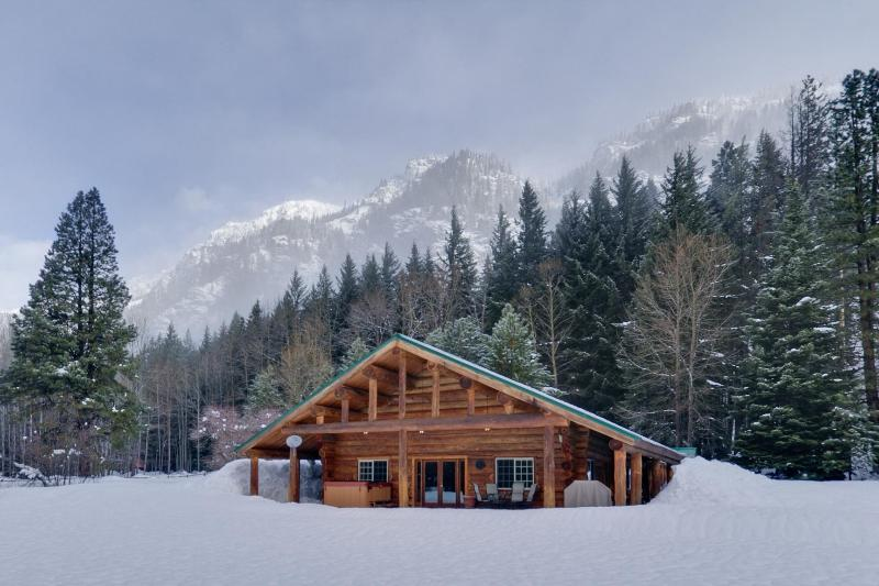 View of the Lodge in the winter - Rock Mountain Lodge - Leavenworth - rentals