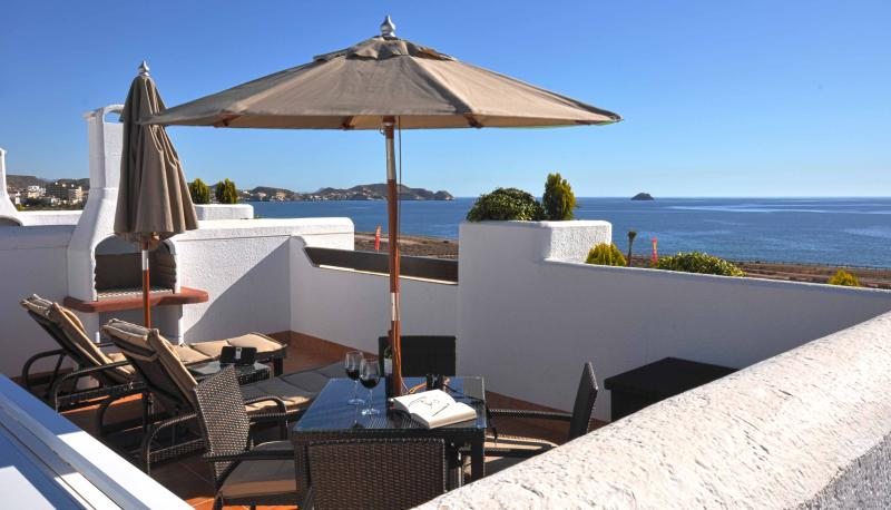 Roof top solarium - Spain Beach Villa - Mar de Pulpi - Oceanfront & every amenity - San Juan de los Terreros - rentals