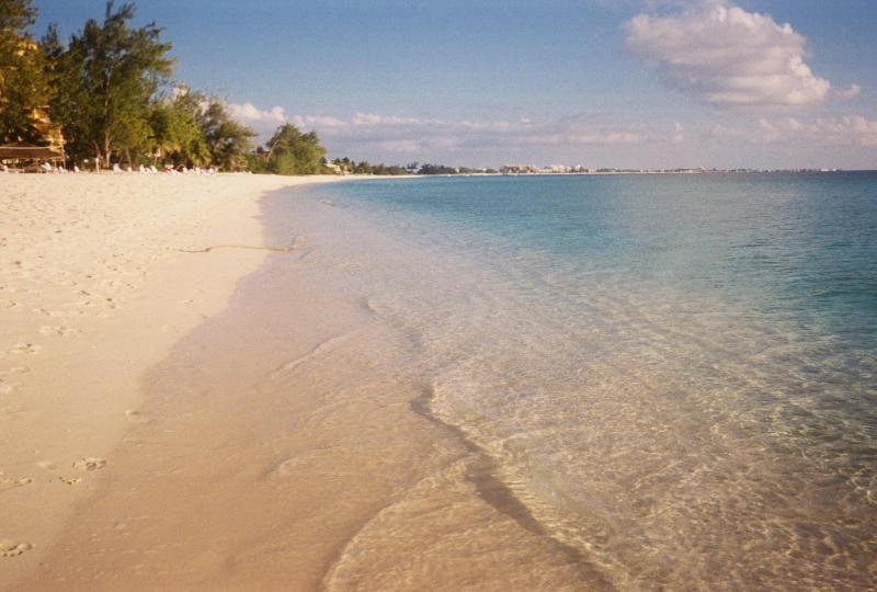 7 Mile beach looking toward Georgetown - Gr Floor-Seven Mile Beach-Christopher Columbus - Seven Mile Beach - rentals