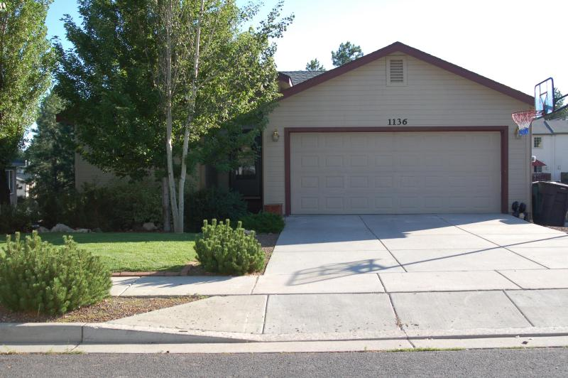 Front view of house - MTN home 30 min from skiing - Flagstaff - rentals