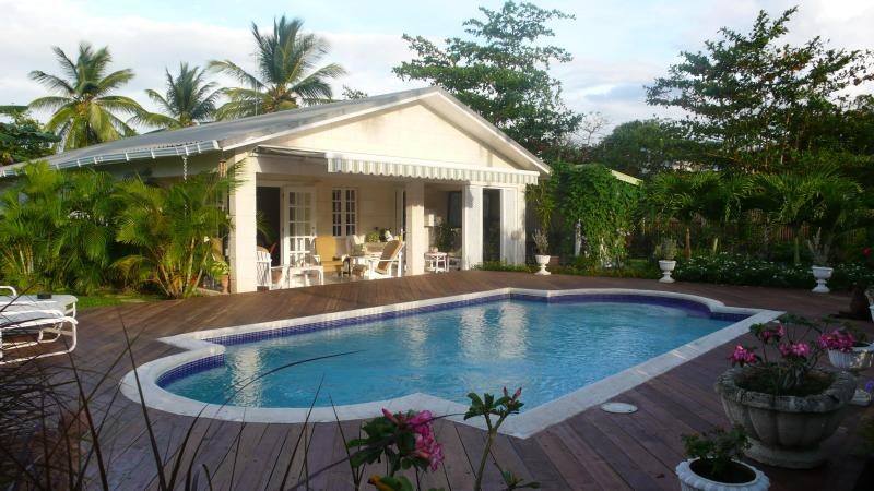 Villa, pool in a private garden with great location next to Holetown. Just two minute walk to beach. - Luxury villa & private pool in Holetown, St James - Holetown - rentals