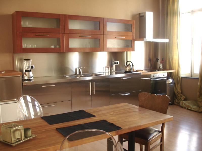Kitchen and dining area. Lots of light - Beautiful apartment in period house near EU office - Brussels - rentals