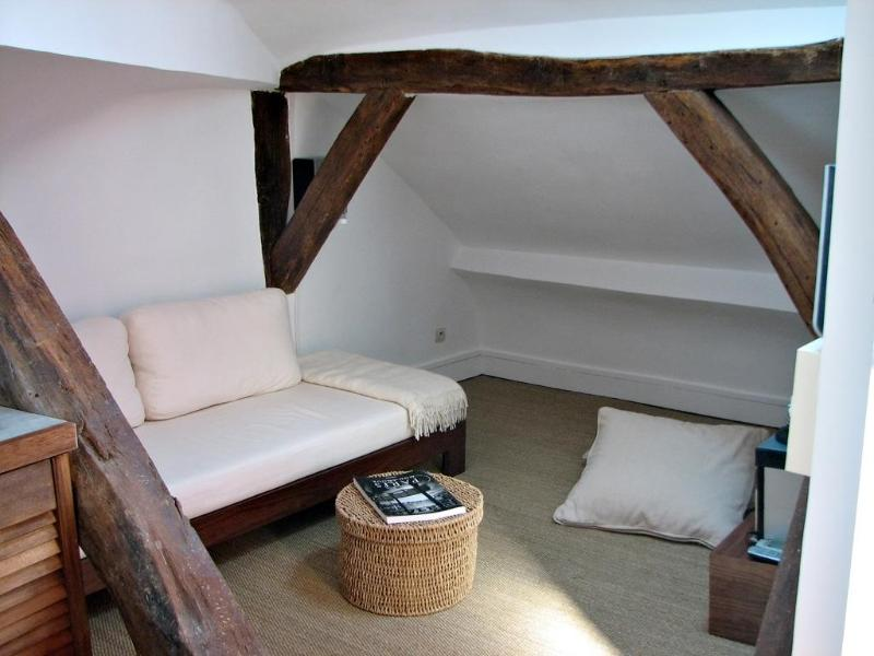 The sofa is also a full size comfortable single bed - SUMMER DEAL -20% Attic Hideout,Great Location, A/C - Paris - rentals