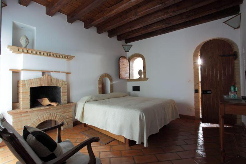 I Capocci - 3 bedrooms of charme Colosseo - Image 1 - Rome - rentals