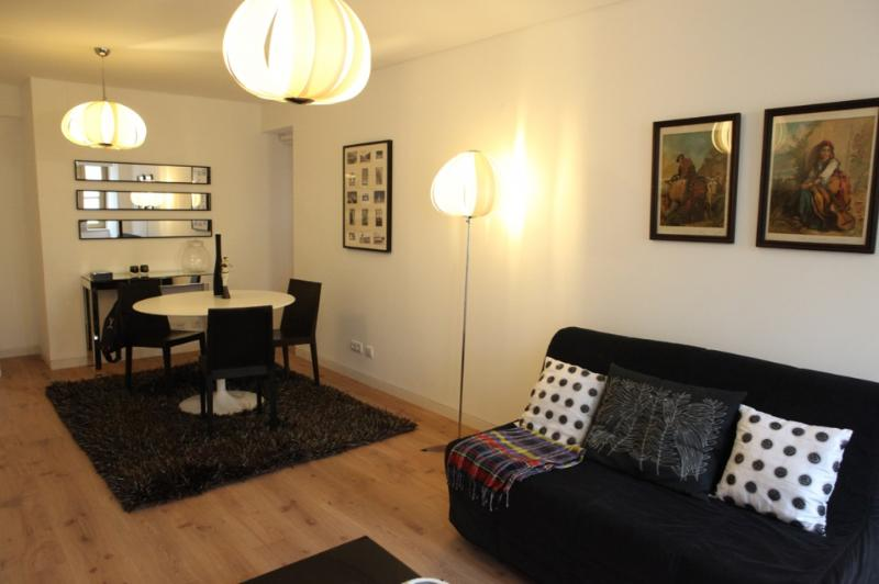 Apartment in Lisbon 231 - Chiado/Bairro Alto - managed by travelingtolisbon - Image 1 - Lisbon - rentals