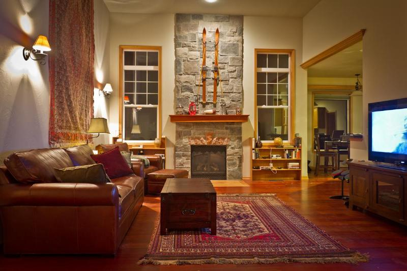 Main living room and fireplace - 4 Bedroom Furnished Long Term Executive Rental - Bozeman - rentals