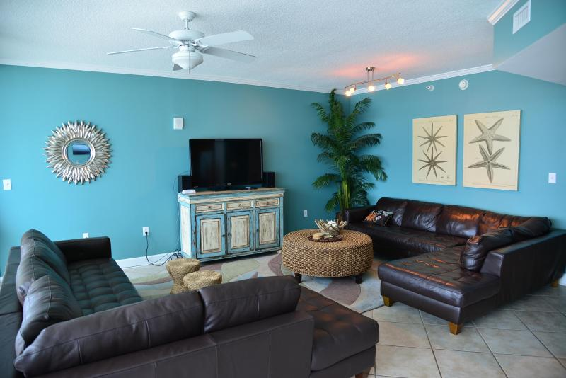 Spacious main room - appx 600 sq ft! (2) leather sectionals, WALL OF GLASS - Teeny Bikini Price for XXL view, all 5-star review - Gulf Shores - rentals