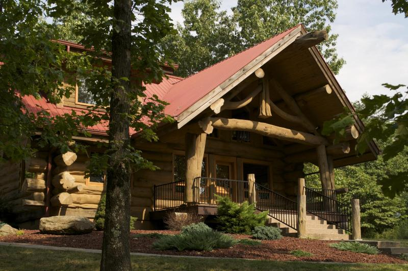 Front View - Exclusive And Unique Log Cabin In Brown County - Nashville - rentals