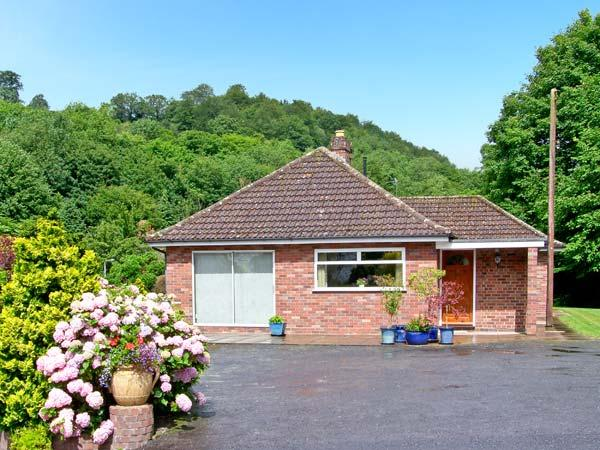 HOMESTEAD, family friendly, country holiday cottage, with a garden in Coalbrookdale, Ref 8276 - Image 1 - Coalbrookdale - rentals