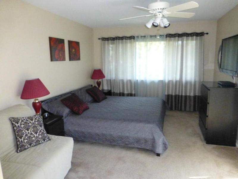 Master Bedroom (King and Full Pull ) - Seashore Delight- Ocean Side- Spacious Condo - Virginia Beach - rentals