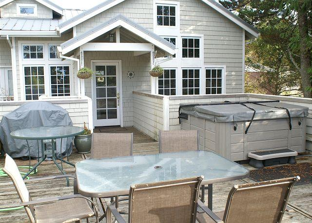 COURTYARD A with hot tub in the heart of MANZANITA - Image 1 - Manzanita - rentals