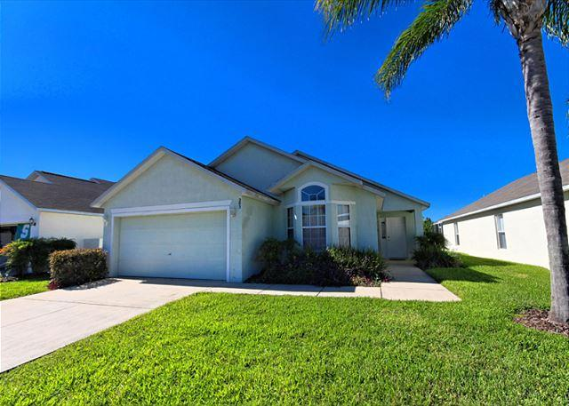 Front View - DOLPHIN VILLA: 4 Bedroom Pool Home with a Game Room and Two Master Suites - Davenport - rentals