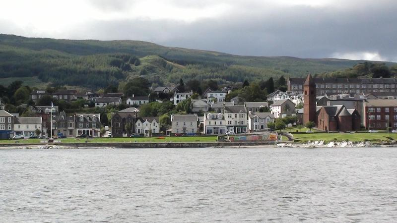 View of property and promenade from the water - Sea View Apartment sleeps 2-4 in Dunoon Argyll - Dunoon - rentals