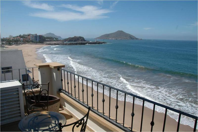 Oceanfront Lurxy Condo  3bd/2ba TS 511 and others - Image 1 - Mazatlan - rentals