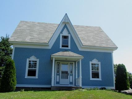 A Blue House is located in the village of Louis Head a one minute walk to sandy beach at the end of the garden. - A Blue House on Louis Head Beach in Nova Scotia - Louis Head - rentals