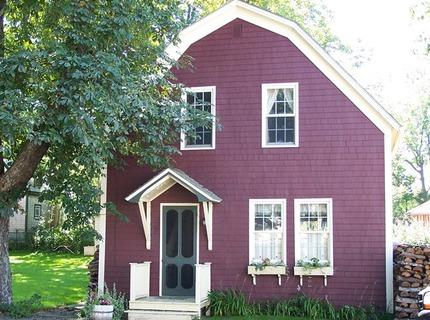 This charming carriage house is located in the historic town of Shelburne, Nova Scotia, Canada. - Captain McLean's Carriage House - Nova Scotia - rentals