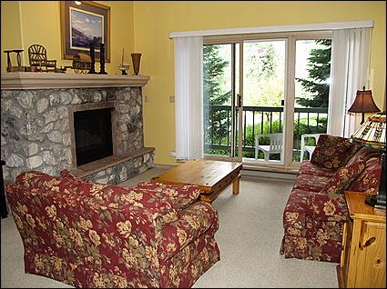 Living Room and Private Balcony - Borders Lodge- Adjacent to Elkhorn Lift - Great Location with Awesome Facilities (8431) - Avon - rentals