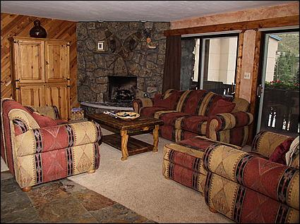 Cozy Living Room - Sleeper Sofa, Gas Fireplace - Fantastic Value and Convenient Location - 250 Yards to Gondola (2709) - Vail - rentals