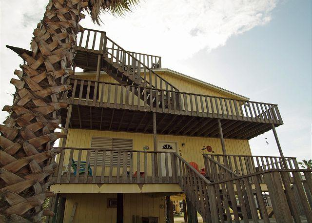 3 Bedroom 2 Bath family home in the heart of Port A, sleeps 12! - Image 1 - Port Aransas - rentals