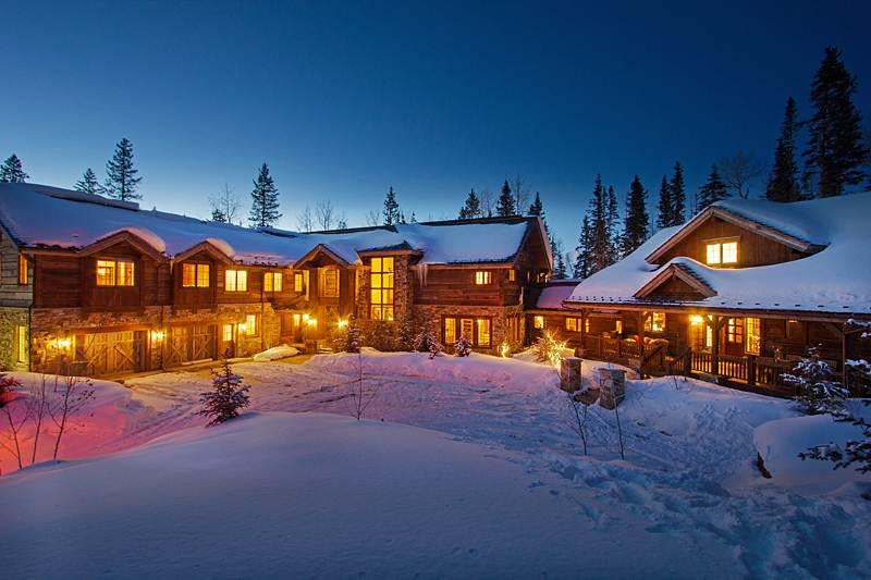 A Place in the Sun covered in snow, illuminates the night at dusk - A PLACE IN THE SUN - Telluride - rentals
