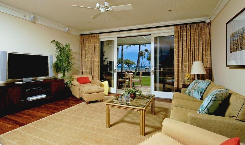 Ocean View Living Room - Ocean View Beachlevel 4-Bdrm Villa Turtlebay - Kahuku - rentals