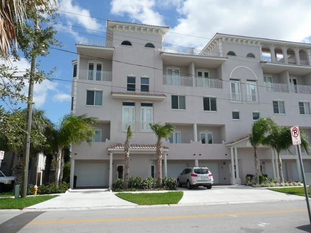 Private Rooftop Terrace with beautiful view of the Gulf and Intercoastal Waterway - Beautiful  Clearwater  Beach  Townhouse  For  Rent - Clearwater - rentals