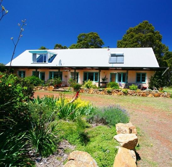 The Straw House - Huge, pet friendly farmhouse near Margaret River. - Margaret River - rentals
