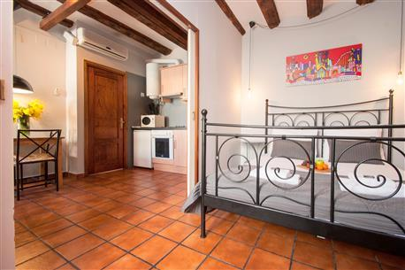 Plaza Real Apartment G - Image 1 - Barcelona - rentals