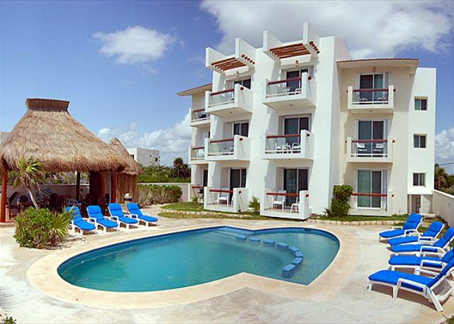 Tan Ik Beachfront Condos, Half Moon Bay, Akumal - 2 bedroom beachfront condos with good sized pool.  WiFi, Air Con, Sat TV! - Akumal - rentals