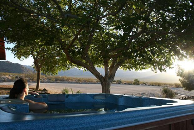 Jacuzzi at sunset - On the Border of the Nation Park with VIEWS! - Joshua Tree - rentals