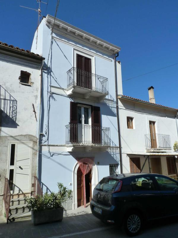 Abruzzo (Bomba) Country House, lake/mountain views - Image 1 - Bomba - rentals