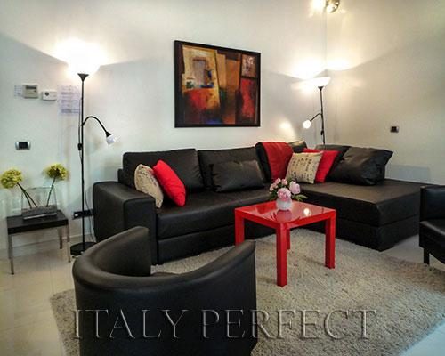 Spacious living room with good light. The sleek design is a counterpoint to the busy neighborhood. - Perfect Sleek-Rome Spanish Steps-Wash+Dry-Sabini - Rome - rentals